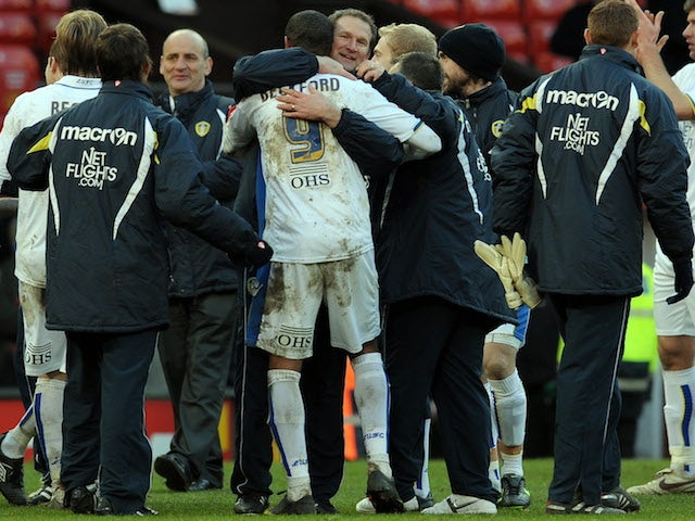 Leeds United manager Simon Grayson (C) celebrates with goalscorer, Leeds United's English forward Jermaine Beckford, after beating Manchester United 0-1 in their English FA Cup football match on January 3, 2010