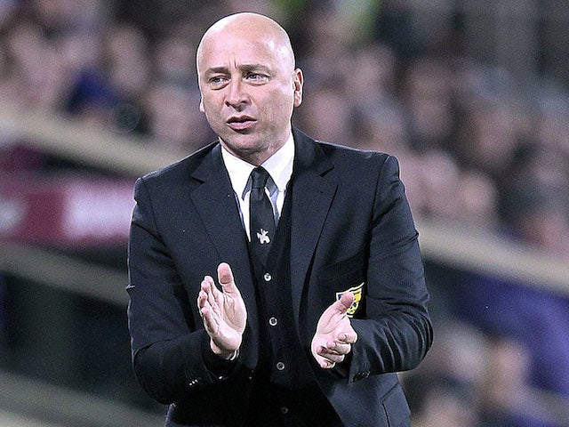 Eugenio Corini head coach of AC Chievo Verona gestures during the TIM Cup match between ACF Fiorentina and AC Chievo Verona at Artemio Franchi on January 8, 2014