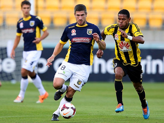 Central Coast's Nick Montgomery and Wellington's Kenny Cunningham in action during their A-League match on January 12, 2014