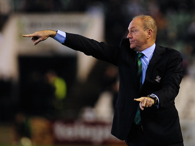 Real Betis manager Pepe Mel gestures on the touchline against Atletico Madrid during their Copa del Rey match on January 24, 2013