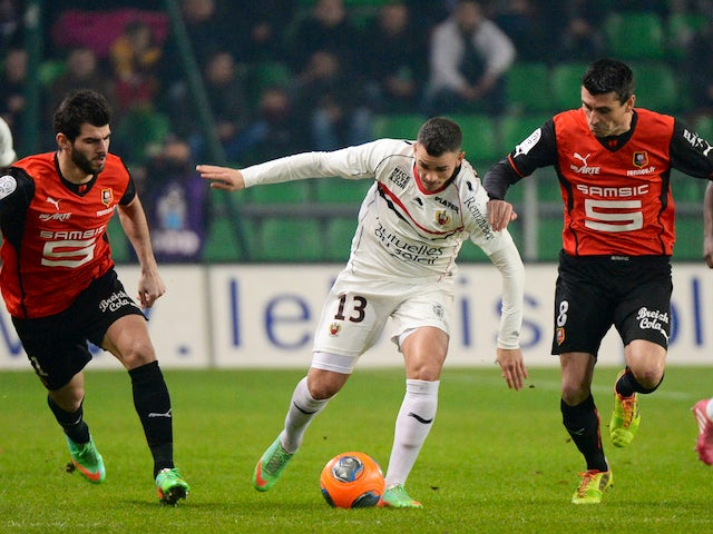 Nice's French midfielder Valentin Eysseric (C) vies with Rennes' French midfielder Julien Feret (R) during the French L1 football match Rennes against Nice on January 11, 2014