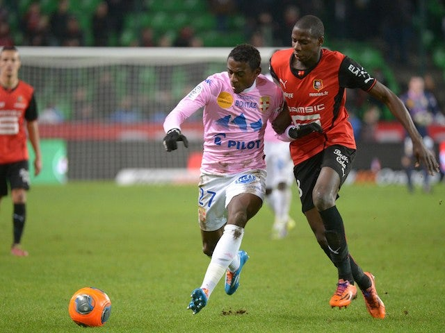 Evian's French forward Clarck Nsikulu (L) vies with Rennes' French midfielder Abdoulaye Doucoure during the French L1 football match Rennes vs Evian Thonon Gaillard on January 18, 2014