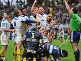 Clermont-Auvergne's Fritz Lee celebrates with teammates after scoring a try against Racing Metro during their Heineken Cup match on January 19, 2014