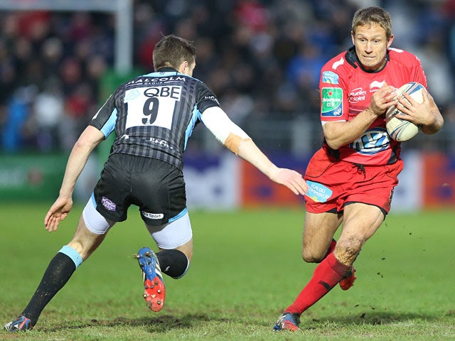 Toulon's Jonny Wilkinson is tackled by Glasgow Warriors' Henry Pyrgos during their Heineken Cup match on January 18, 2014