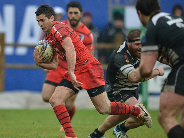 Toulouse's Sebastien Bezy runs on to score a try against Zebre during their Heineken Cup match on January 18, 2014