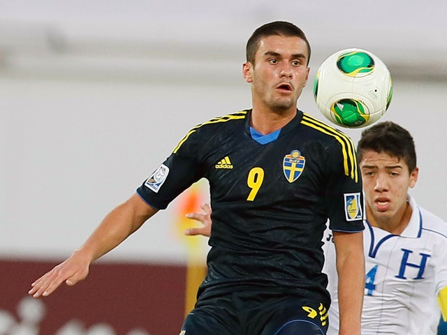 Sweden's Valmir Berisha controls the ball ahead of Honduras' captain Luis Santos during their FIFA U-17 World Cup UAE 2013 football match at Al Ain City on November 1, 2013