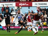 Yohan Cabaye of Newcastle United shoots and scores during the Barclays Premier League match against West Ham United on January 18, 2014