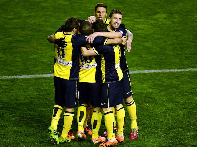 Atletico de Madrid's football players celebrate after David Villa's goal during the Spanish league football match against Rayo Vallecano de Madrid on January 26, 2014