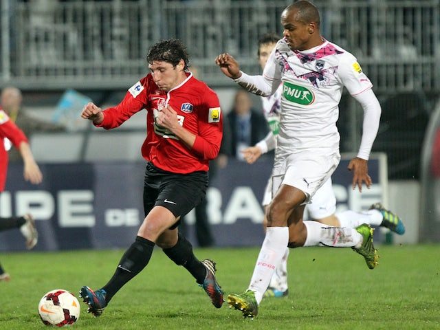 Ile Rousse's forward Benjamin Santelli (L) vies with Bordeaux's Brazilian defender Carlos Henrique during the French cup football match Ile Rousse (FBIR) against Bordeaux (FCGB) on January 22, 2014