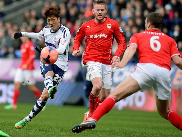 Bolton Wanderers' South Korean midfielder Chung-Yong Lee (L) has a shot at goal during the English FA Cup fourth round football match between Bolton Wanderers and Cardiff City on January 25, 2014