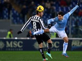 Juventus' midfielder Claudio Marchisio (L) fight for the ball with Lazio's Brazilian midfielder Anderson Hernanes during the Italian Serie A football match Lazio vs Juventus on January 25, 2014