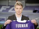 Polish midfielder Dominik Furman poses with his new Toulouse jersey on January 16, 2014