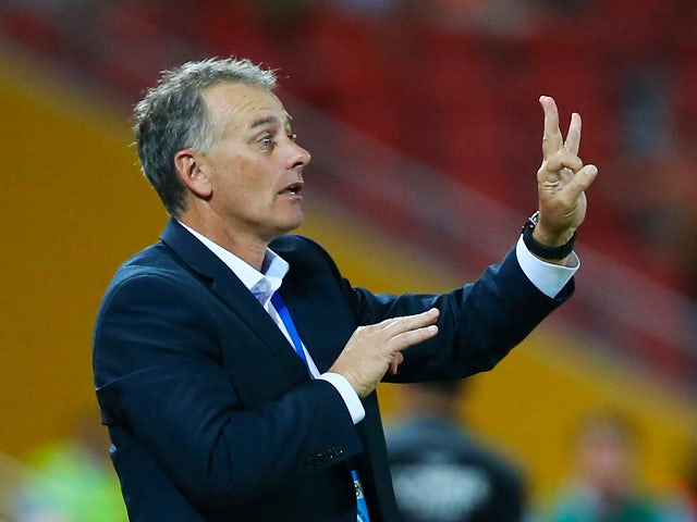Jets coach Gary Van Egmond talks to players during the round 11 A-League match between Brisbane Roar and the Newcastle Jets at Suncorp Stadium on December 20, 2013