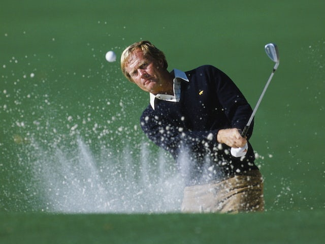 Jack Nicklaus of the USA chips out of the sand bunker during the US Masters Golf Tournament on April 12, 1986 at the Augusta National Golf Club in Augusta, Georgia, USA
