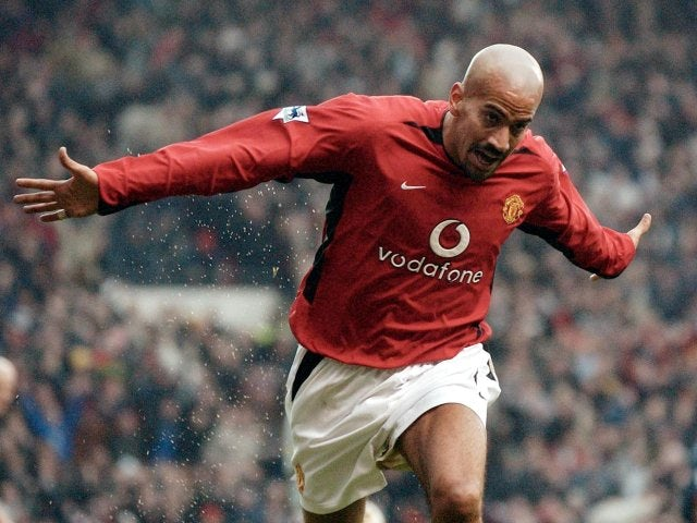 Juan Sebastian Veron celebrates scoring against Arsenal on December 07, 2002.