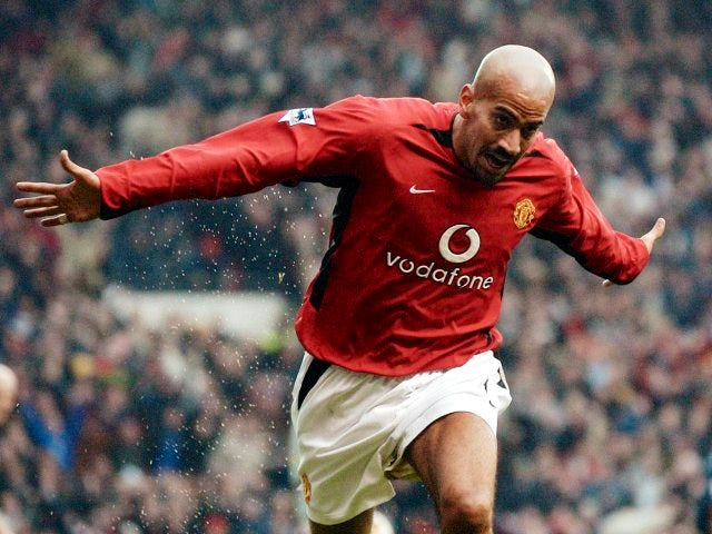 Juan Sebastian Veron celebrates scoring against Arsenal on December 07, 2002.