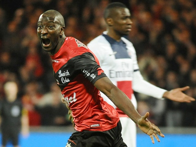 Guingamp's French forward Mustapha Yatabare (L) celebrates after scoring during the French L1 football match between Guingamp and Paris Saint-Germain on January 25, 2014