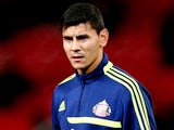 Goalkeeper Oscar Ustari of Sunderland warms up prior to kickoff during the Capital One Cup semi final, second leg match against Manchester United on January 22, 2014