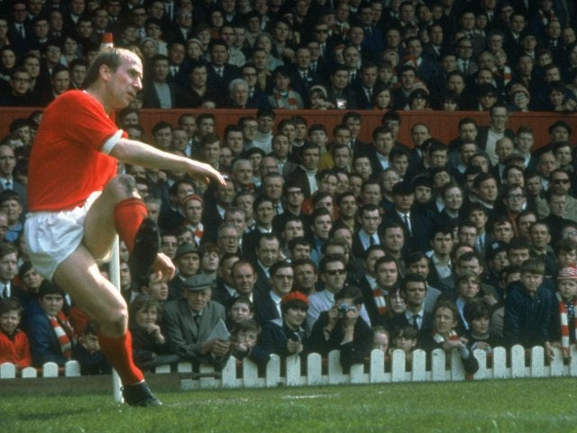 Bobby Charlton takes a corner for Manchester United on January 01, 1971.
