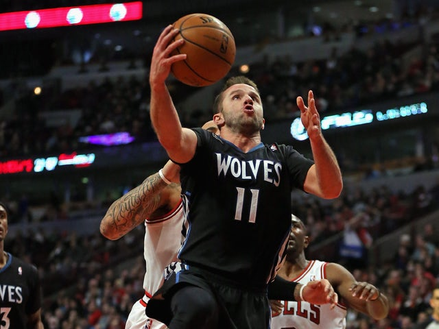 Jose Barea #11 of the Minnesota Timberwolves drives to the basket between against the Chicago Bulls as he tries to shoot over Carlos Boozer #5 at the United Center on January 27, 2014