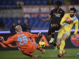AS Roma's forward from Ivory Coast Gervinho (2nd R) kicks and scores past Napoli's Spanish goalkeeper Jose Manuel Reina during the semi-final Coppa Italia football match on February 5, 2014