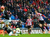 Craig Gardner of Sunderland scores the opening goal during the FA Cup fifth round match between Sunderland and Southampton at Stadium of Light on February 15, 2014