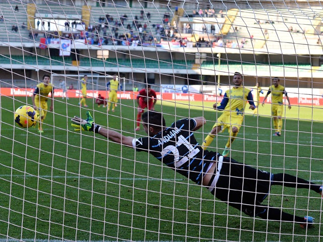 Cyril Thereau # 77 of AC Chievo Verona scores a goal from the penalty spot during the Serie A match between AC Chievo Verona and Calcio Catania at Stadio Marc'Antonio Bentegodi on February 23, 2014