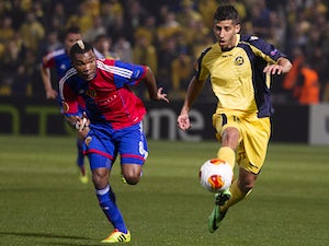 Basel's Serey Die and Maccabi Tel Aviv's Dor Mikha in action during their Europa League match on February 20, 2014