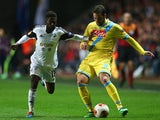 Swansea's Nathan Dyer and Napoli's Gonzalo Higuain in action during their Europa League match on February 20, 2014