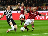Juventus' Swiss defender Stephan Lichtsteiner (L) vies with AC Milan's Dutch midfielder Nigel de Jong during the Serie A football match on March 2, 2014