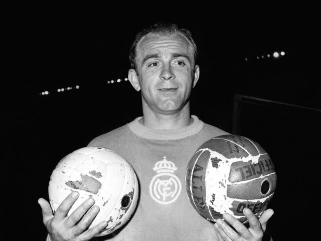 Alfredo di Stefano poses with a football on June 12, 1956.