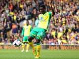 Alexander Tettey of Norwich City scores his team's second goal during the Barclays Premier League match against Sunderland at Carrow Road on March 22, 2014