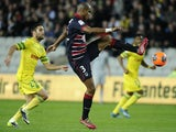 Nantes' Israelian forward Itay Shechter vies with Bordeaux's Brazilian defender Carlos Henrique during the French L1 football match between Nantes and Bordeaux on March 29, 2014
