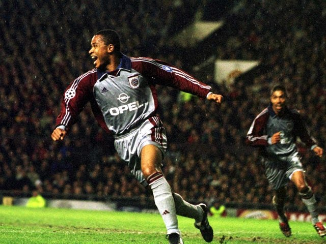Paulo Sergio, then of Bayern Munich, celebrates scoring against Manchester United on April 03, 2001.