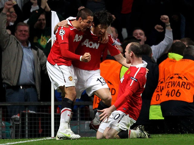 Manchester United's Ji-Sung Park celebrates with teammates after scoring his team's second goal against Chelsea during the Champions League quarter final match on April 12, 2011