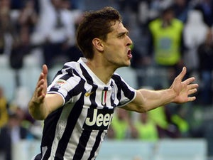 Juventus go eight clear
