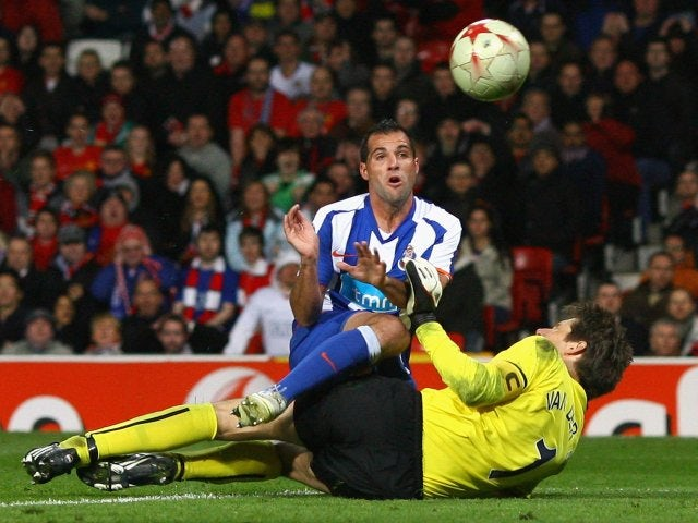 Mariano Gonzalez scores for Porto against Manchester United on April 07, 2009.