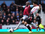 Liverpool's Uruguayan striker Luis Suarez vies with West Ham United's Colombian defender Pablo Armero (L) during the English Premier League football match between West Ham United and Liverpool at Upton Park in London on April 6, 2014