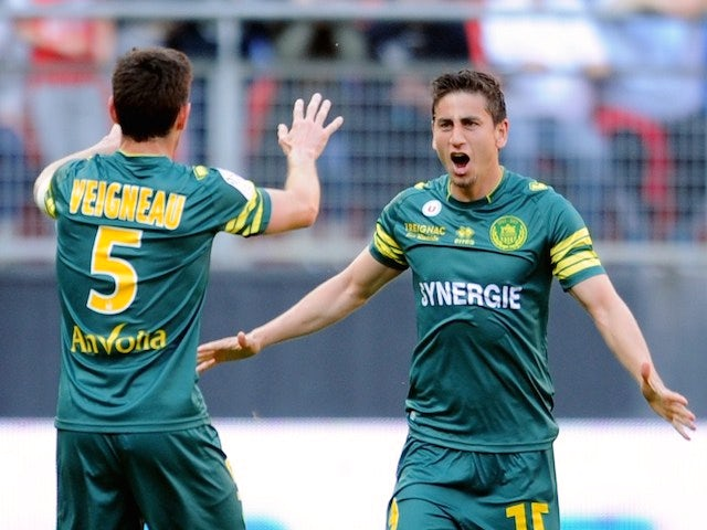 Nantes' American midfielder Alejandro Bedoya (R) is congratulated by Nantes' French defender Olivier Veigneau (L) after scoring a goal during the French L1 football match against Valenciennes on April 20, 2014