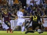 Real Madrid's Welsh forward Gareth Bale (C) scores during the Spanish Copa del Rey (King's Cup) final 'Clasico' football match against FC Barcelona on April 16, 2014