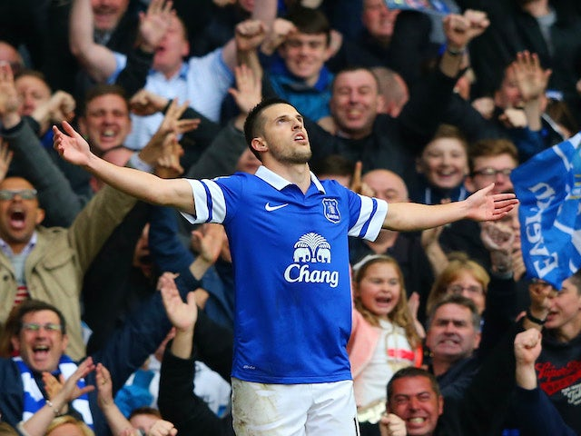 Result: Everton beat United to keep UCL hopes alive
