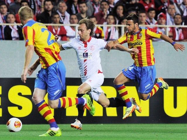 Sevilla's Croatian midfielder Ivan Rakitic (C) vies with Valencia's French defender Jeremy Mathieu (L) and Valencia's midfielder Juan Bernat during the UEFA Europa League semifinal on April 24, 2014