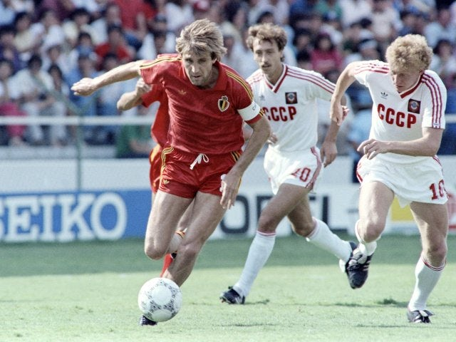 Belgium's Jan Ceulemans keeps possession against the Soviet Union on June 15, 1986.