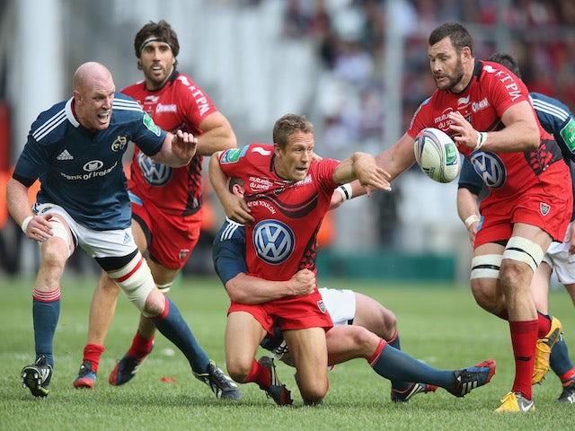 Jonny Wilkinson of Toulon passes the ball during the Heineken Cup semi final match between Toulon and Munster at the Stade Velodrome on April 27, 2014