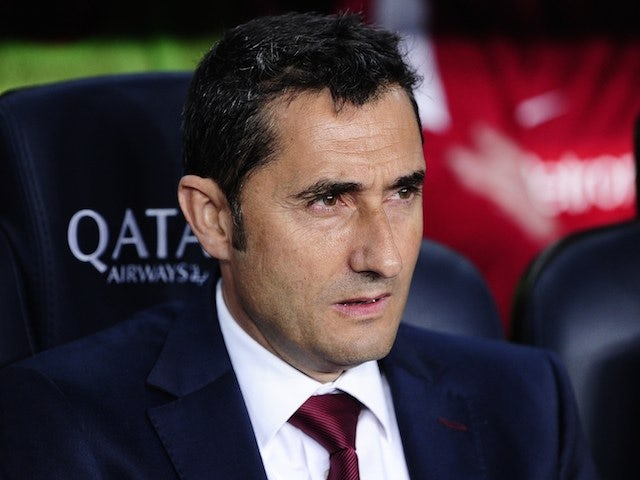 Athletic Bilbao's coach Ernesto Valverde looks on during the Spanish league football match FC Barcelona vs Athletic Club Bilbao at the Camp Nou stadium in Barcelona on April 20, 2014