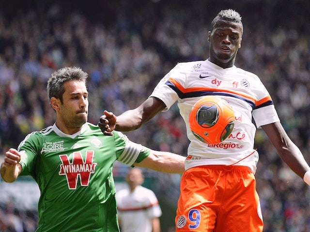 Montpellier's French forward Mbaye Niang (R) vies with St Etienne's French defender Loic Perrinduring the French L1 football match on May 4, 2014