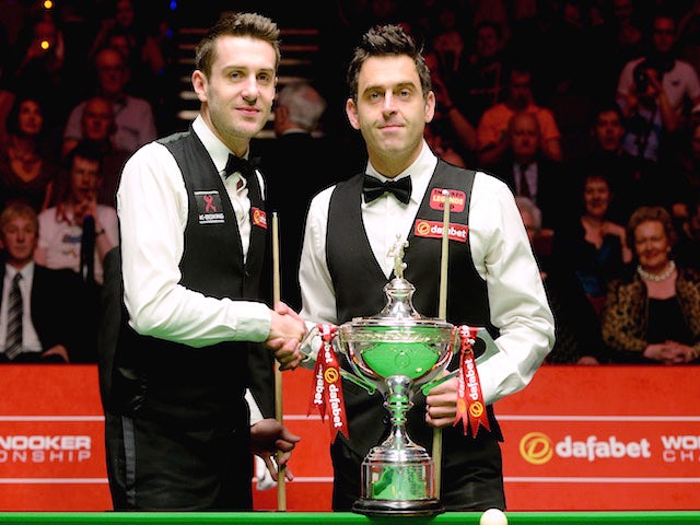 Mark Selby and Ronnie O'Sullivan shake hands ahead of The Dafabet World Snooker Championship final at Crucible Theatre on May 4, 2014