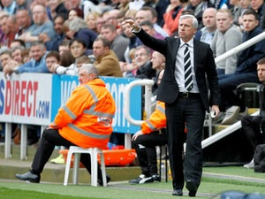 "Alan Pardew ""delighted"" with Perez"