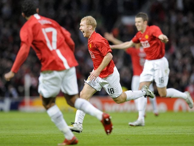 Paul Scholes celebrates scoring for Manchester United against Barcelona on April 24, 2008.