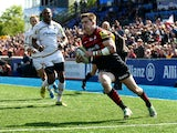 David Strettle of Saracens breaks through to score a try during the Aviva Premiership between Saracens and Worcester Warriors at Allianz Park on May 3, 2014